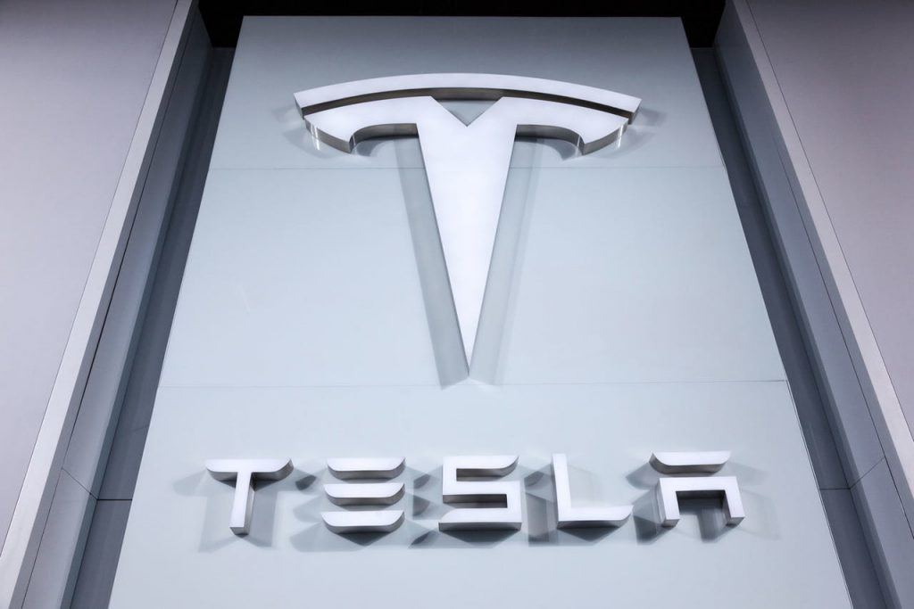 Tesla driver-free truck to be tested on the roads of California