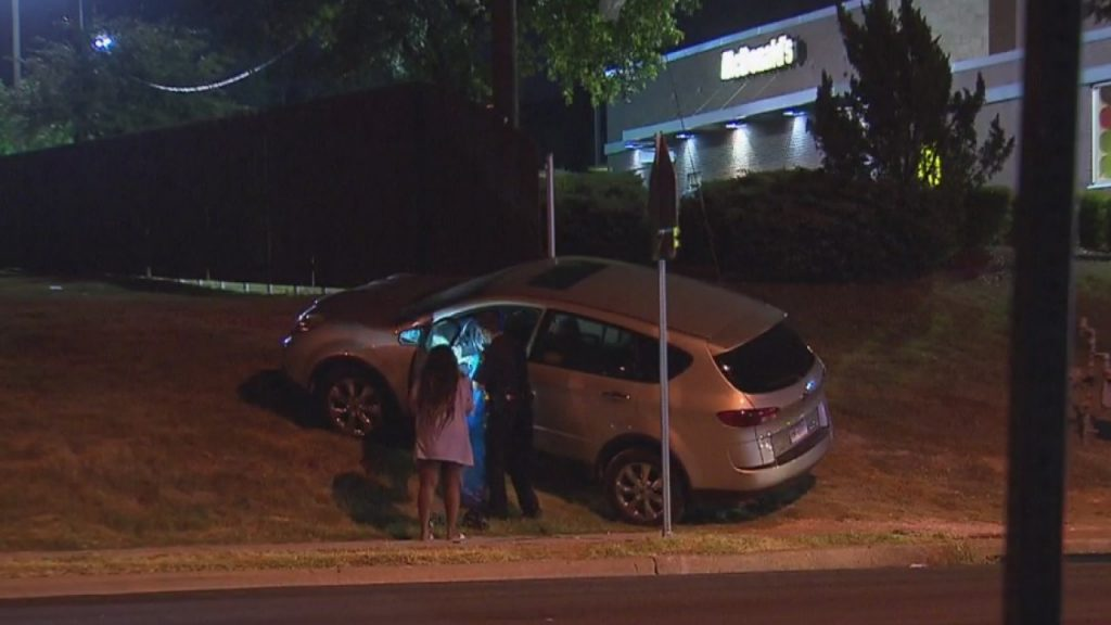 Man stealing a car with kids inside gets shot by mother