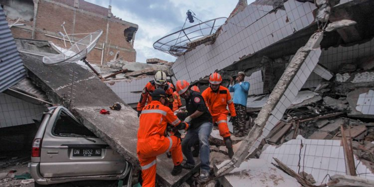 Deadly Earthquake Leaves Indonesia in Aftershocks and Uncertainty