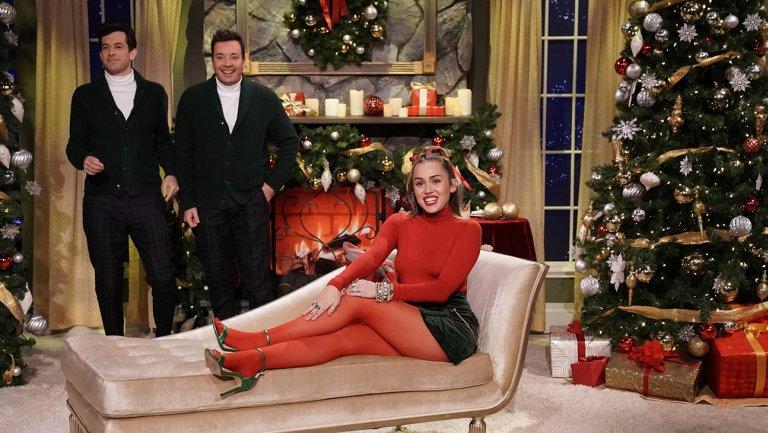 """Miley Cyrus Sings her Own Version of """"Santa Baby"""""""