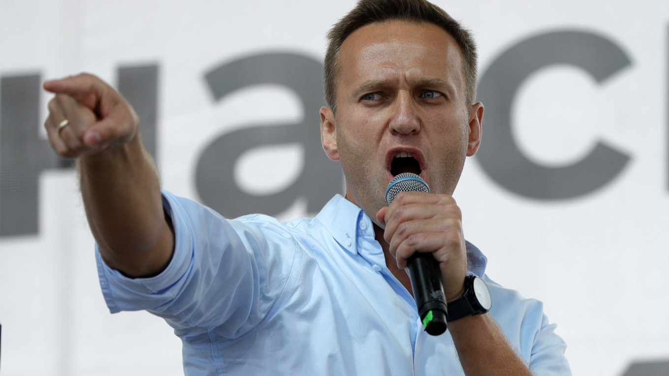 Russian opposition leader, Navalny, may have been poisoned